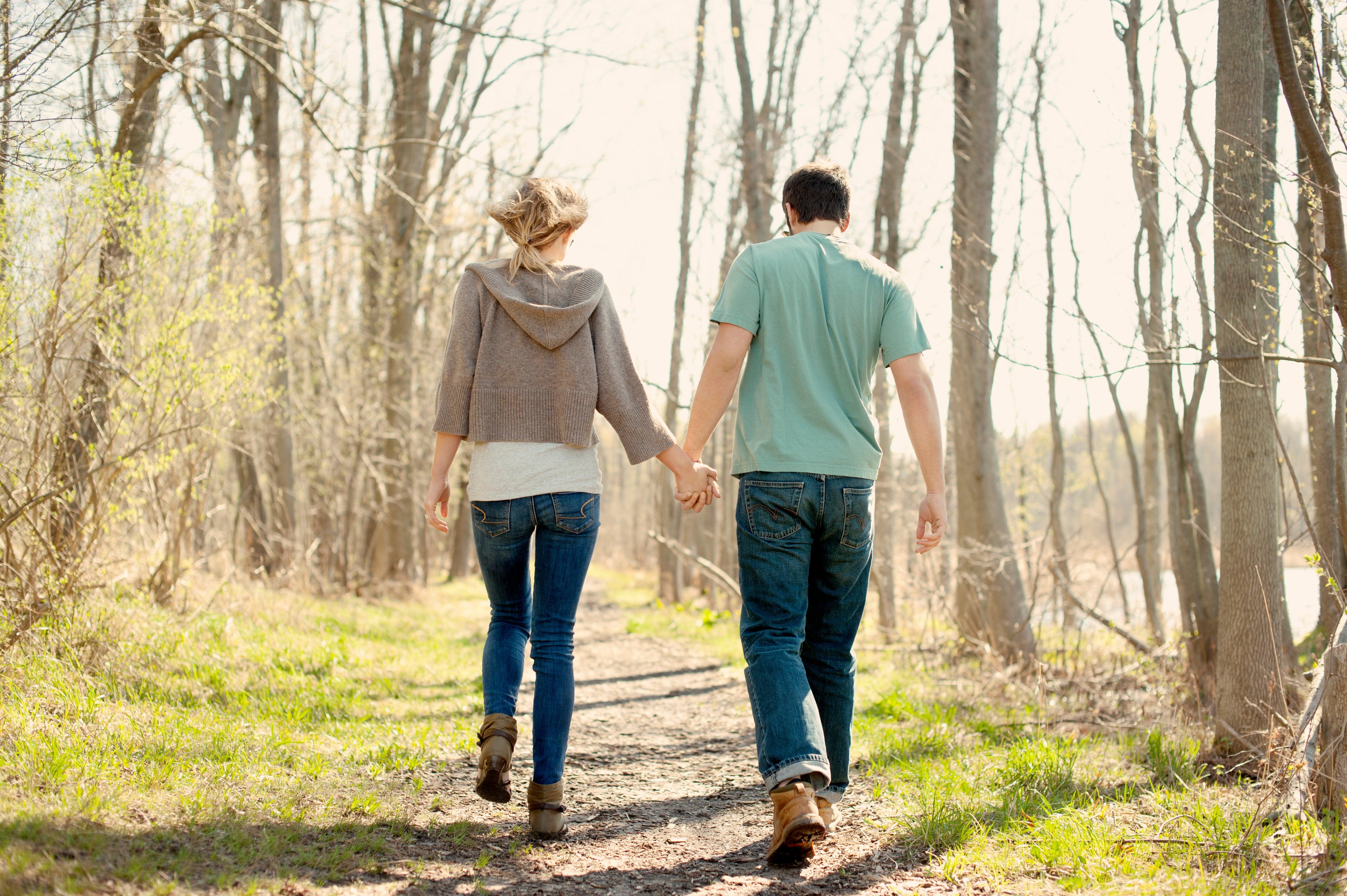 couple-walking-walk-a-day.jpg