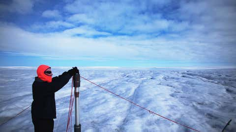 Tim Elam works on deploying the Ice Diver, which if successful will melt its way through the ice with electrical heating. (Joe Raedle/Getty Images)