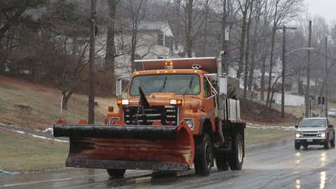 Cars follow a salt spreader on Sunday, Jan. 18, 2015 in Cortlandt, N.Y. (Ricky Flores/The Journal News)