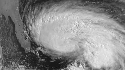Visible satellite image of Hurricane Erin over the Bahamas at 8:10 a.m. EDT on Aug. 1, 1995. (Image credit: NOAA)