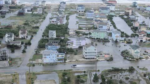 Shoreside flooding damage is seen in North Carolina. (uscgmidatlantic/twitter.com)