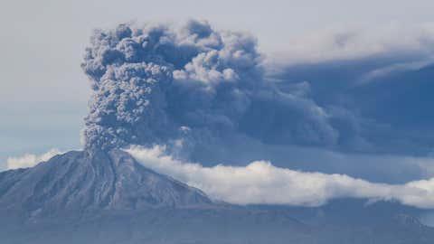 A thick plume pours from the Calbuco volcano, near Puerto Varas, Chile, Thursday, April 30, 2015. (AP Photo/David Cortes Serey/ Agencia Uno)