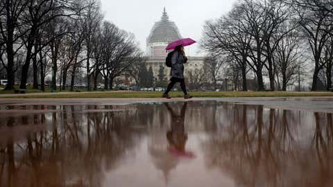 Rachelle Williams, an intern from Wisconsin, walks in a mix of snow and rain on Capitol Hill in Washington, D.C., Friday, March 20, 2015. (AP Photo/Carolyn Kaster)