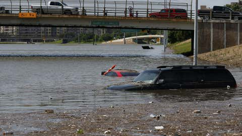 Vehicles are left stranded on Texas State Highway 288 in Houston, Texas on May 26, 2015.  (Aaron M. Sprecher/AFP/Getty Images)