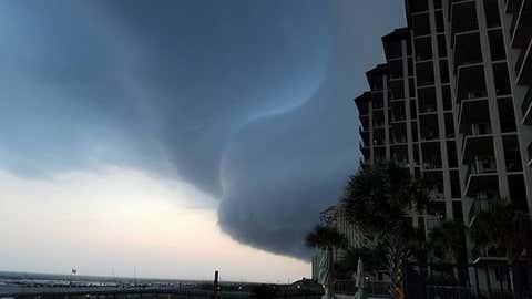 "A bizarre shelf cloud ""bulge"" is seen over Orange Beach, Alabama, on the evening of June 17, 2016. (Lance Bradford/Facebook)"