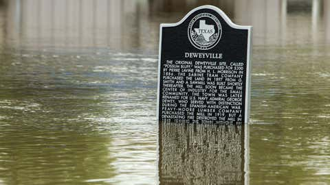 An historic marker stands half submerged in floodwaters from the Sabine River, Wednesday, March 16, 2016, in Deweyville, Texas. (Brett Coomer/Houston Chronicle via AP)
