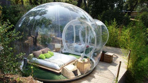 Guests of the Attrap'Reves Bubble Hotel in France sleep in transparent pods that provide amazing views of their surroundings and the open night sky. (Photo: Attrap'Reves/ www.attrap-reves.com)