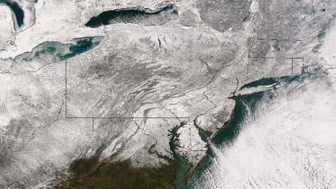 This image taken on January 3, 2014 by the Suomi NPP satellite shows the blanket of snow that stretches from the Midwest across to New England after a massive winter storm moved over the region on January 1-3, 2014. (Source: NASA/NOAA)