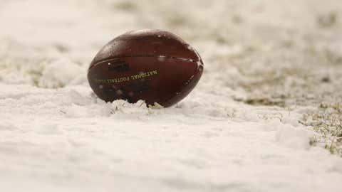 A football sits in the snow during the game between the Green Bay Packers and the Seattle Seahawks during the NFC divisional playoff game on January 12, 2008 at Lambeau Field in Green Bay, Wisconsin.  (Jonathan Daniel/Getty Images)