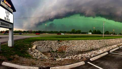 A green sky associated with an approaching line of thunderstorms in Chesterfield, Missouri, on April 26, 2016. (Facebook/Nathan Pflantz)
