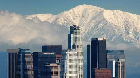 Fresh snow blankets the mountains behind the downtown skyline after a series of storms that hammered northern California delivered much needed precipitation to the Greater Los Angeles Area January 7, 2008 in Los Angeles, California. (Photo by David McNew/Getty Images)