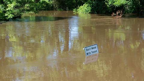 Flooding in Wood County, Texas near the Sabine River on May 27, 2015. (Jeanne Johnson May via Facebook)