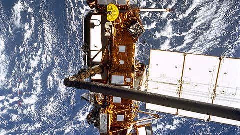 The Upper Atmosphere Research Satellite prior to deployment from the orbiter Discovery, STS-48.