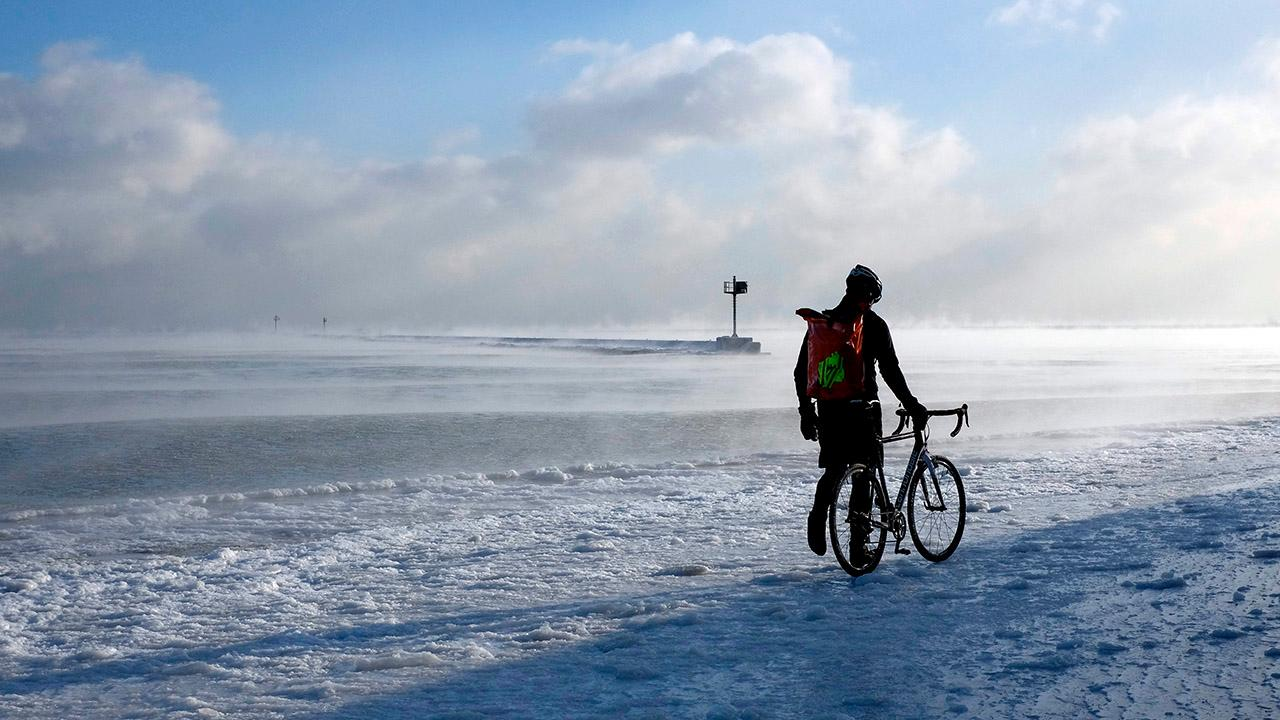 arctic chill blasts plains  midwest  east  photos