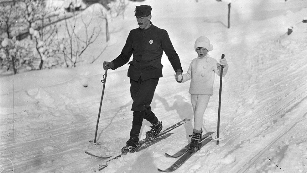 Before the Snowboard: Amazing Vintage Skiing Photos