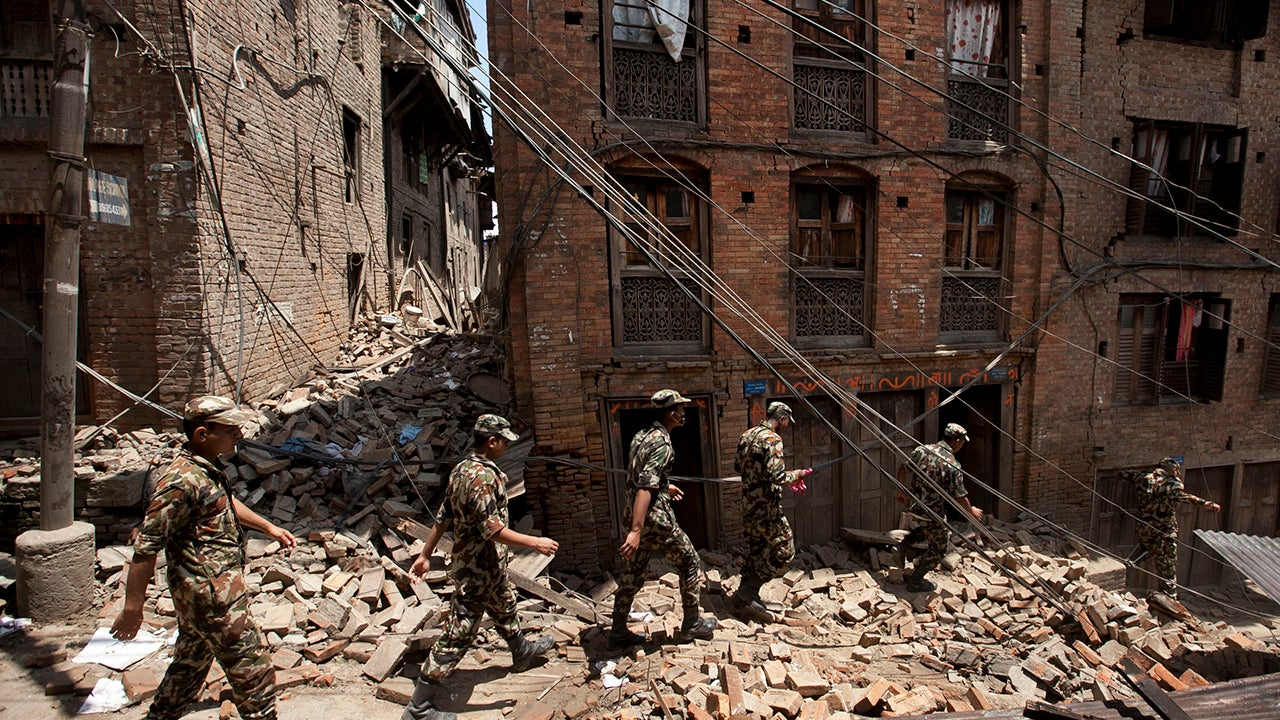 photos  devastating earthquake rocks nepal