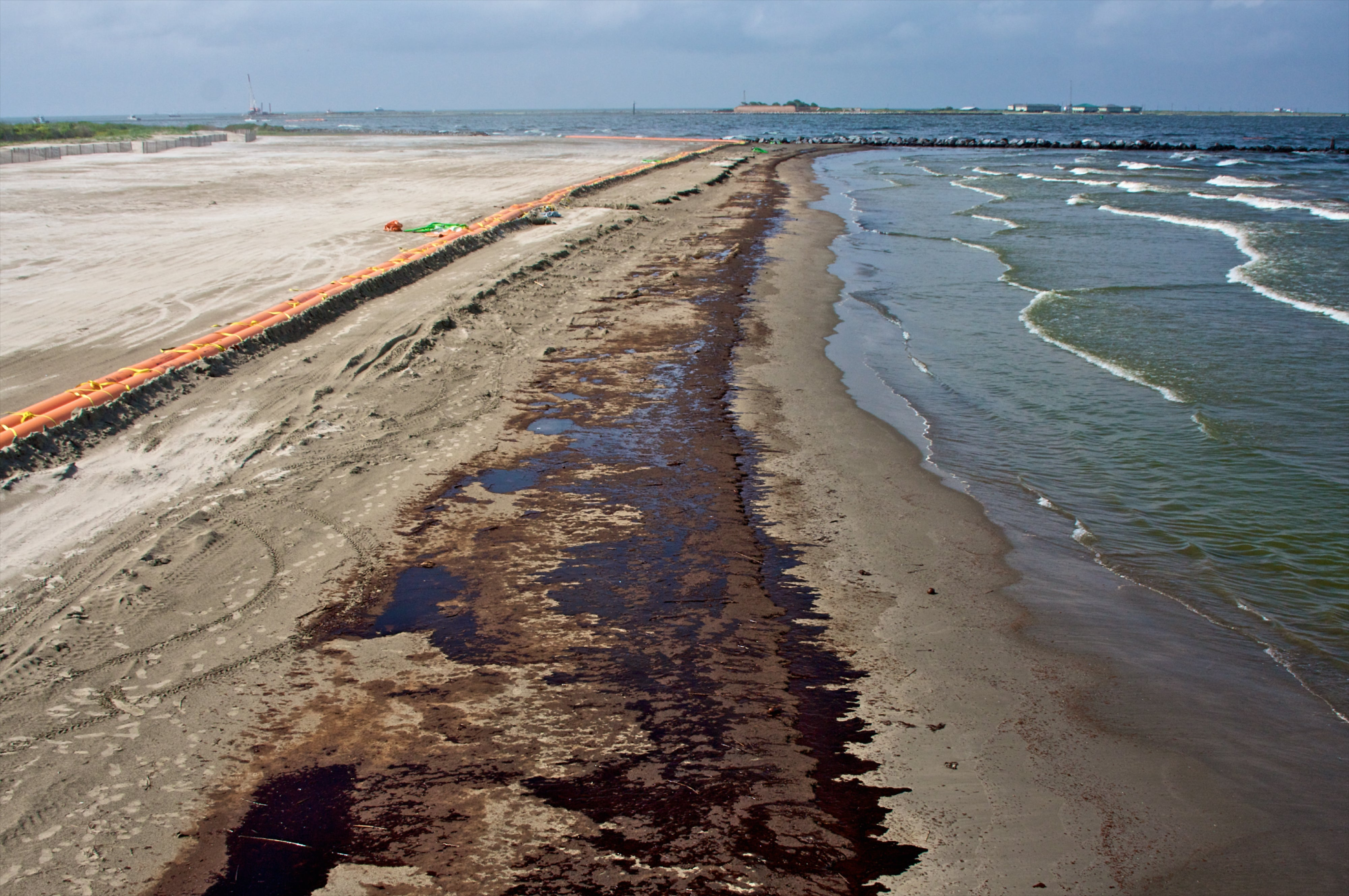 bp oil spill and economic effects As bp personnel and volunteers try to contain the oil spill in the gulf of mexico, the social and environmental costs to the gulf states grow by the hour the.