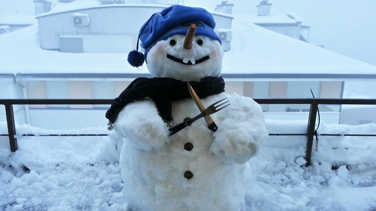 Roll Over Laughing: Funniest Snowmen Across the U.S. (PHOTOS)
