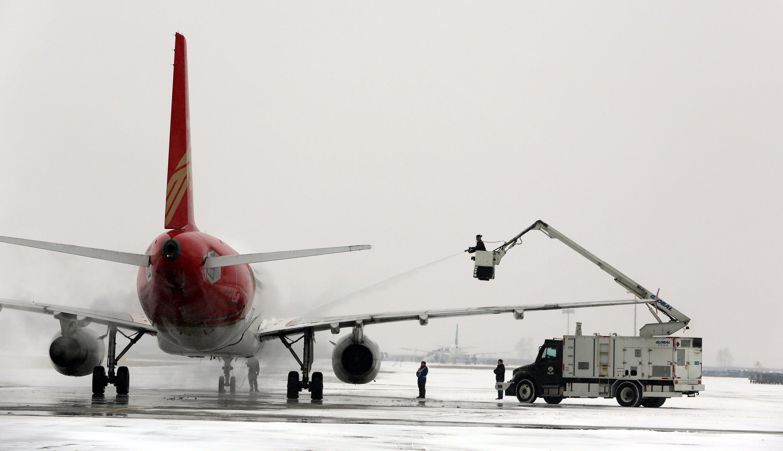 Aerolíneas cancelan cientos de vuelos, el metro de D.C suspende ...