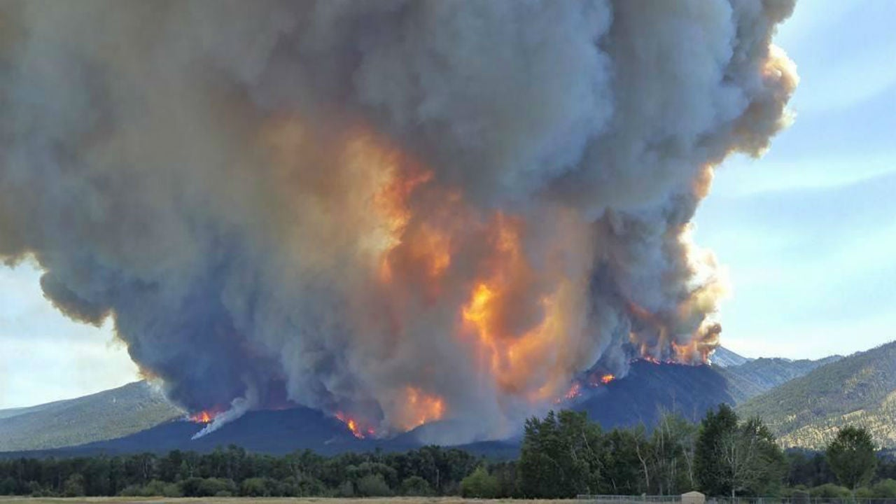 Montana S Roaring Lion Fire Grows Dramatically Overnight