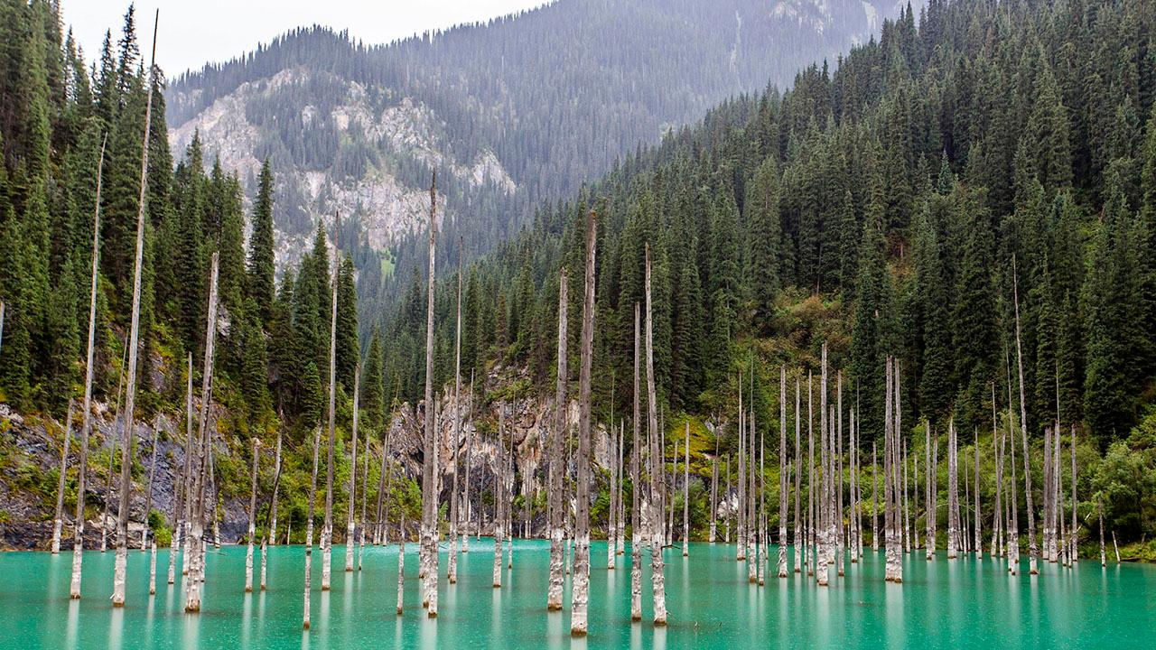 12 Weird Lakes of the World (PHOTOS)