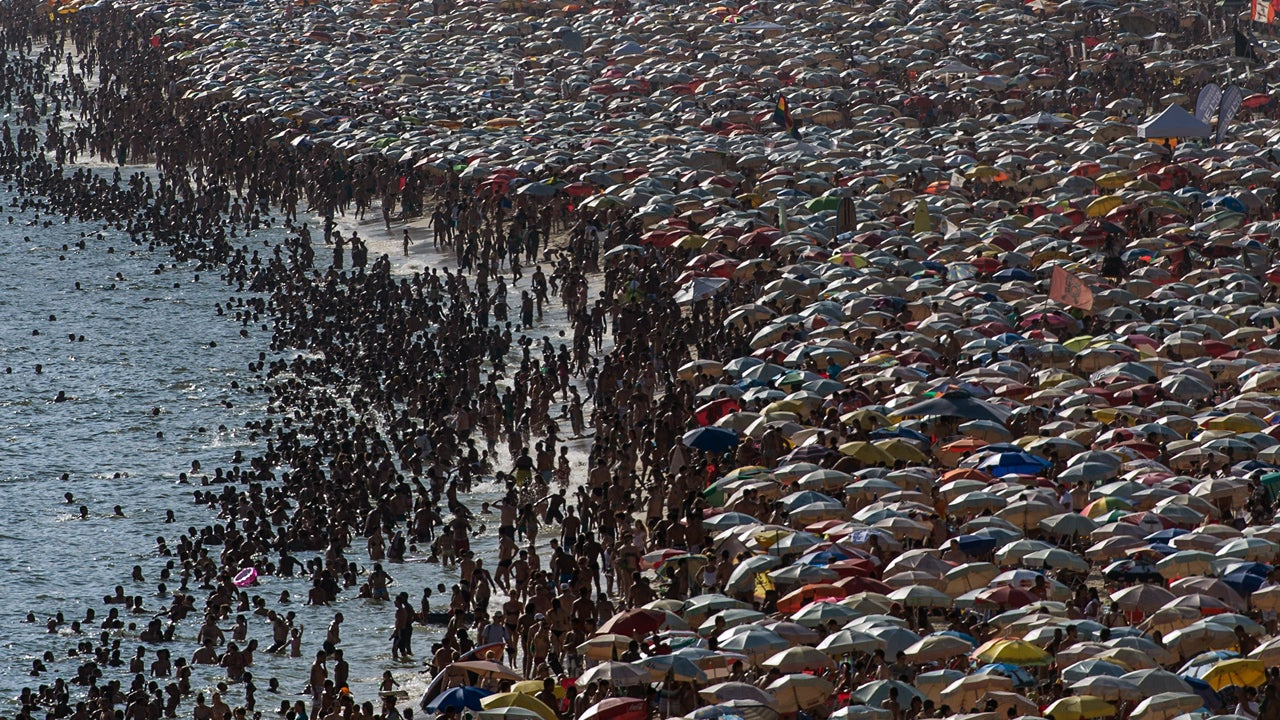 World's Most Crowded Beaches (PHOTOS)