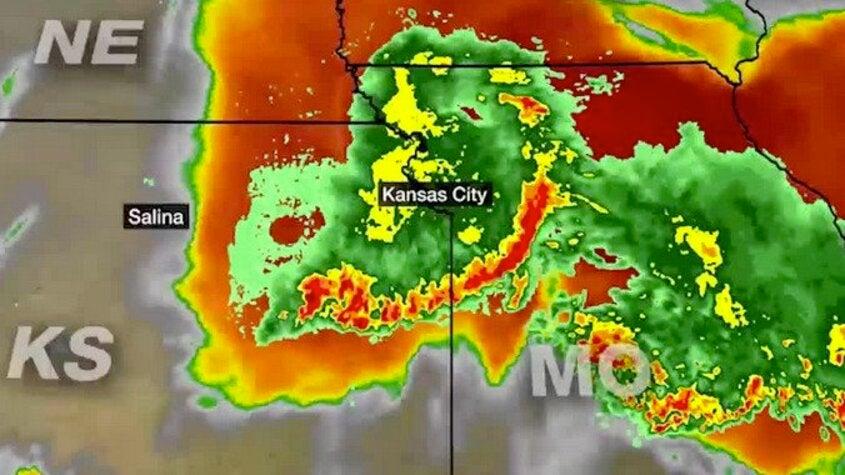 Storms Collide on Kansas and Missouri Border