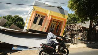 Third Strong Earthquake In Just Over A Week Strikes Devastated Lombok Videos From The Weather Channel Weather Com