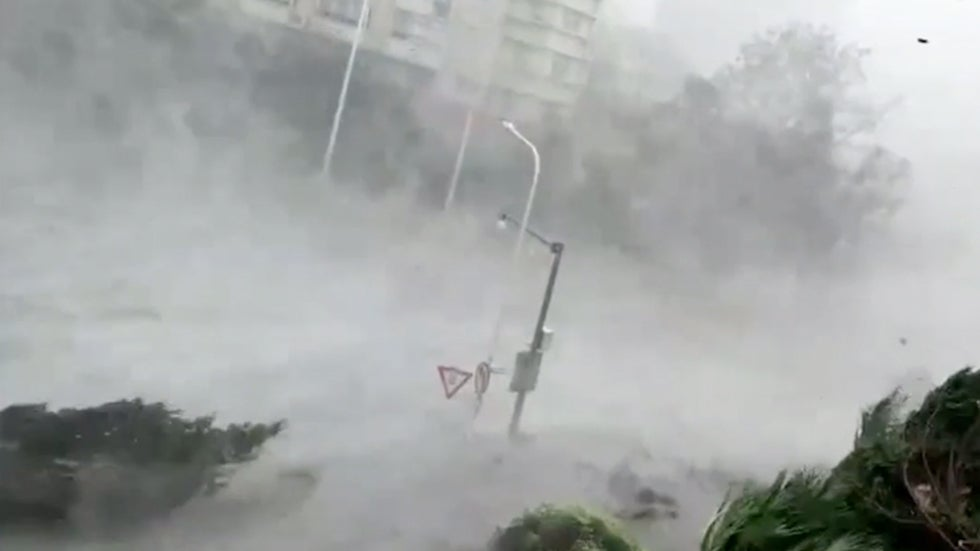 Most Terrifying Scenes from Typhoon Mangkhut in China