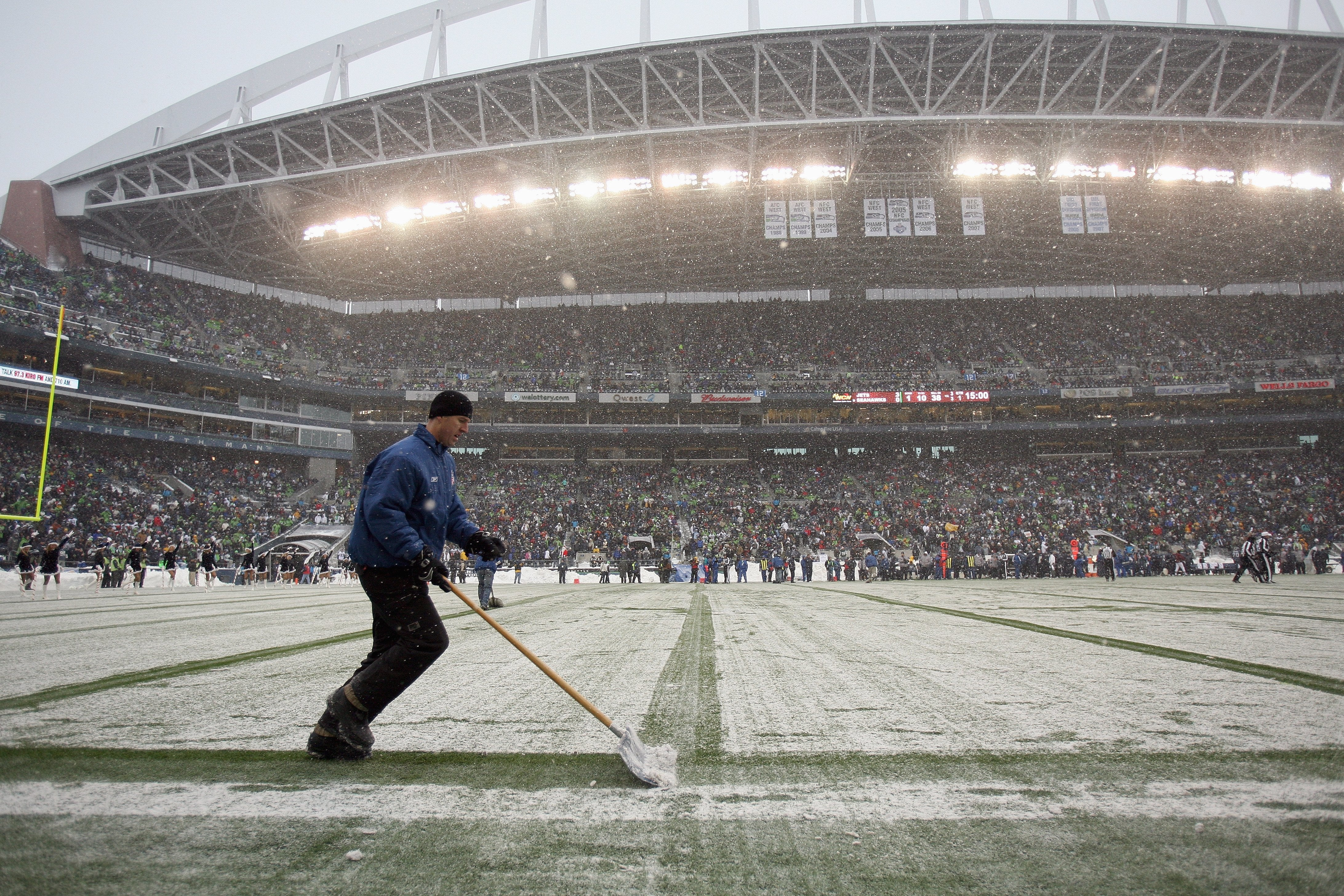 Super Bowl 2014: Farmers' Almanac Predicts Winter Storm for Northeast in Time for Game