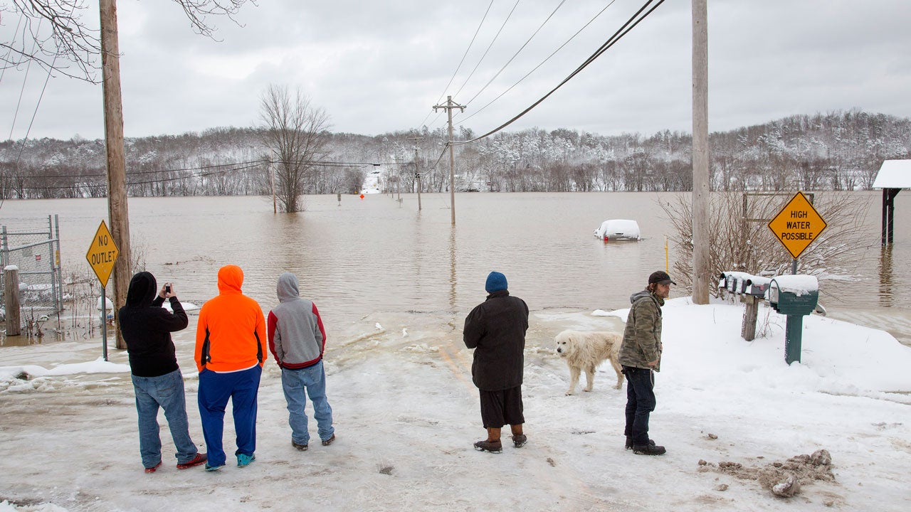 floodwaters rise in the ohio river valley  photos