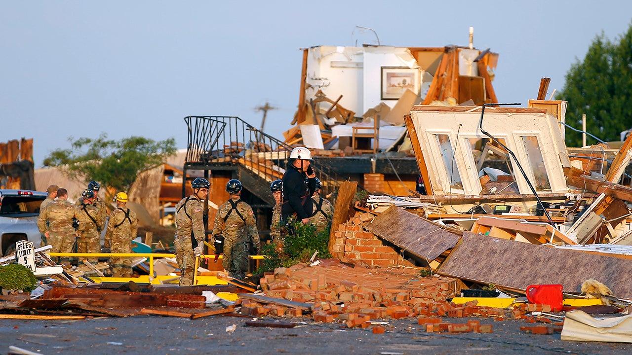 ef3 tornado devastates motel  trailer park in el reno