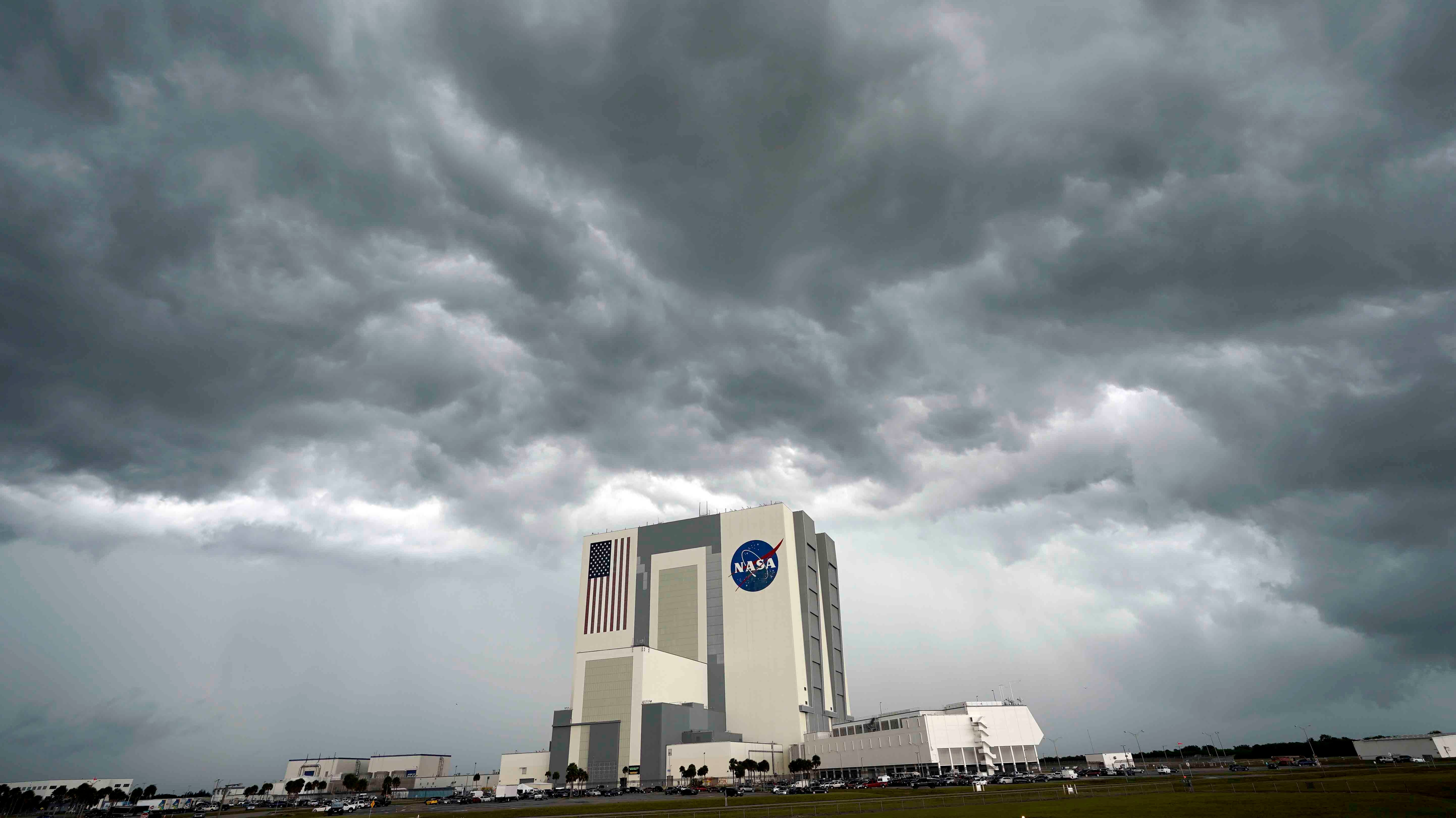 SpaceX Planning Tuesday Launch if Weekend Weather Doesn't Cooperate; Forecasting Plays Key Role in Launch Safety | The Weather Channel