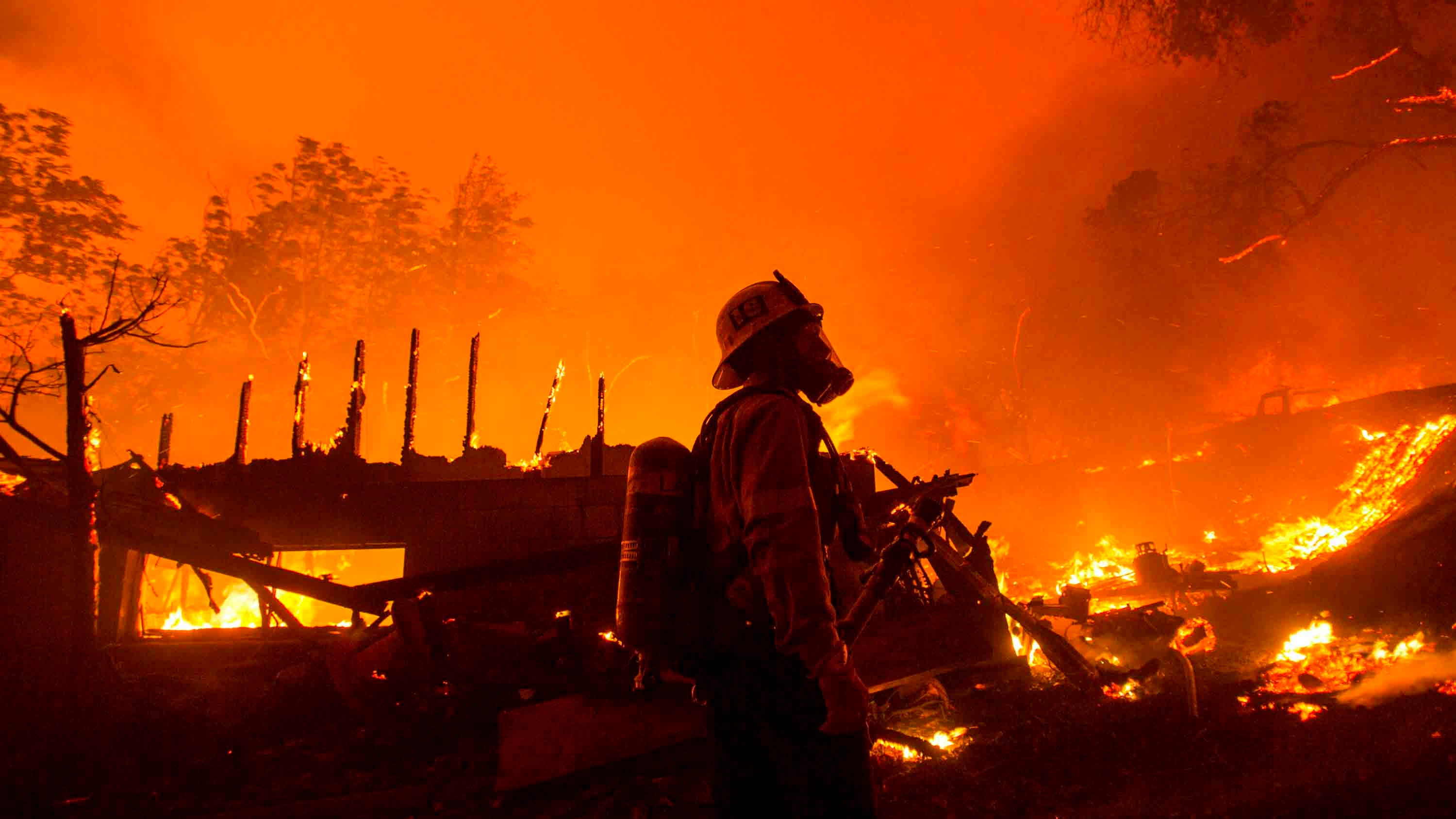 More than 5,000 Structures Threatened by 'Explosive' Southern California Wildfire
