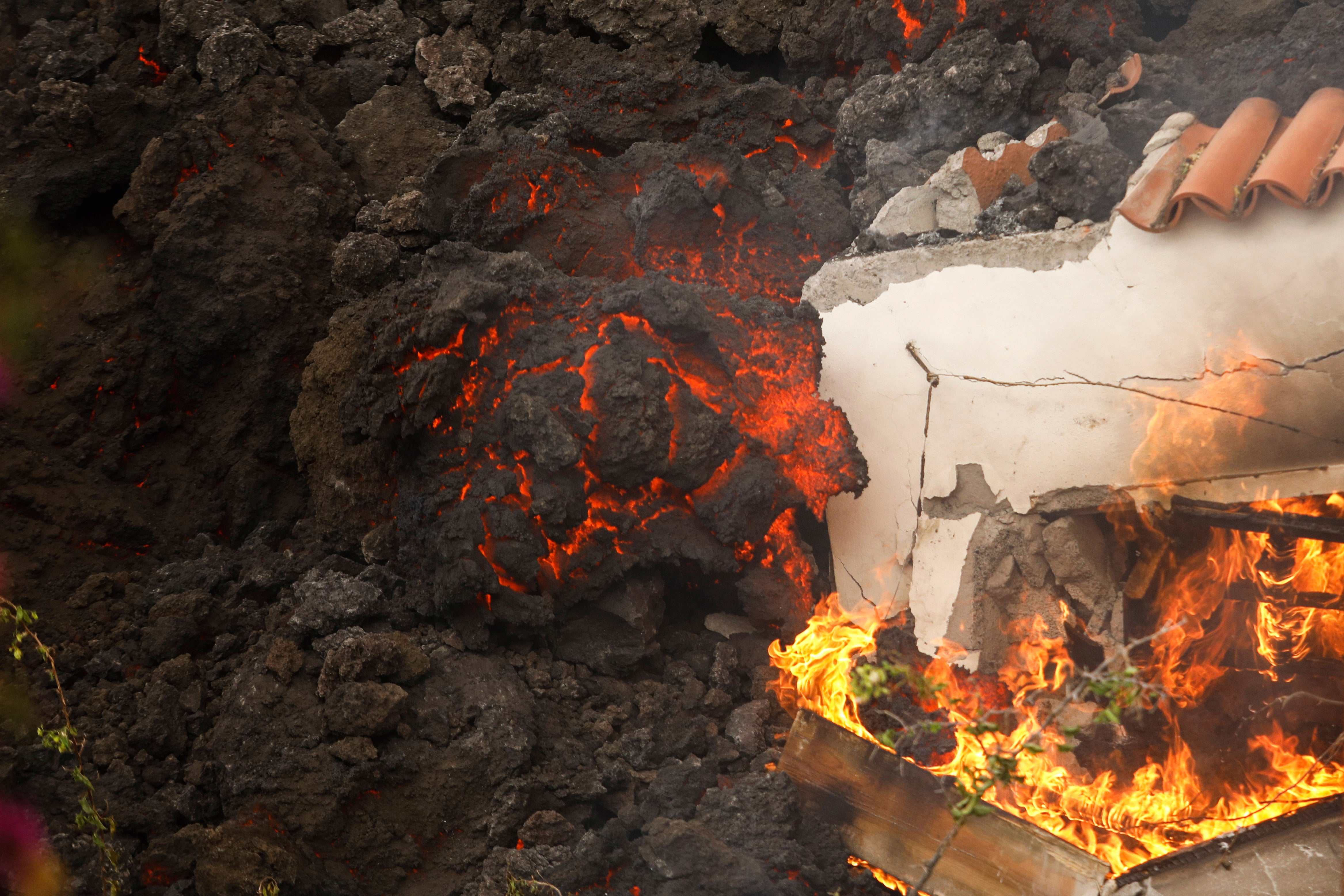 Lava Enters Populated Area in Spain's Canary Islands During Eruption (PHOTOS)