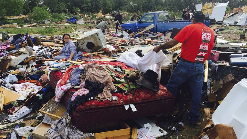 tornadoes strike texas  oklahoma  at least 2 injured in