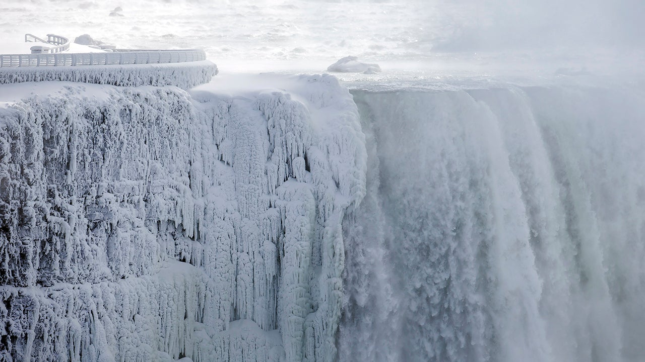 Here's What Niagara Falls Looks Like Right Now (PHOTOS)