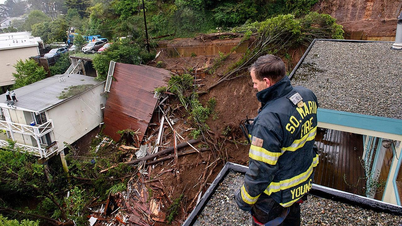 Lluvia en California desata evacuaciones y aludes; Mujer rescatada de una casa en Sausalito