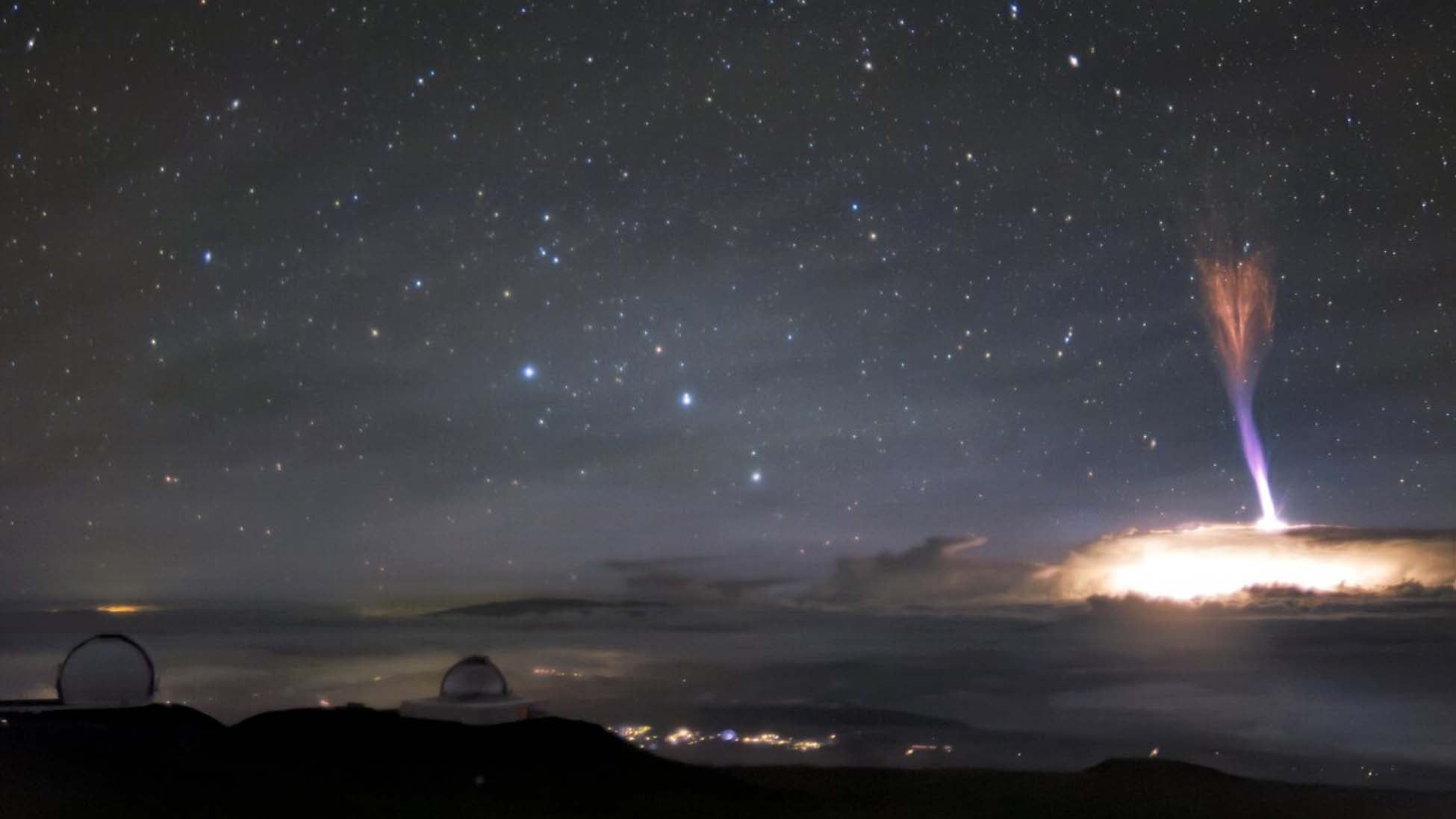 Incredible Image of Blue and Red Lightning Captured by Hawaii Telescope | The Weather Channel - Articles from The Weather Channel | weather.com