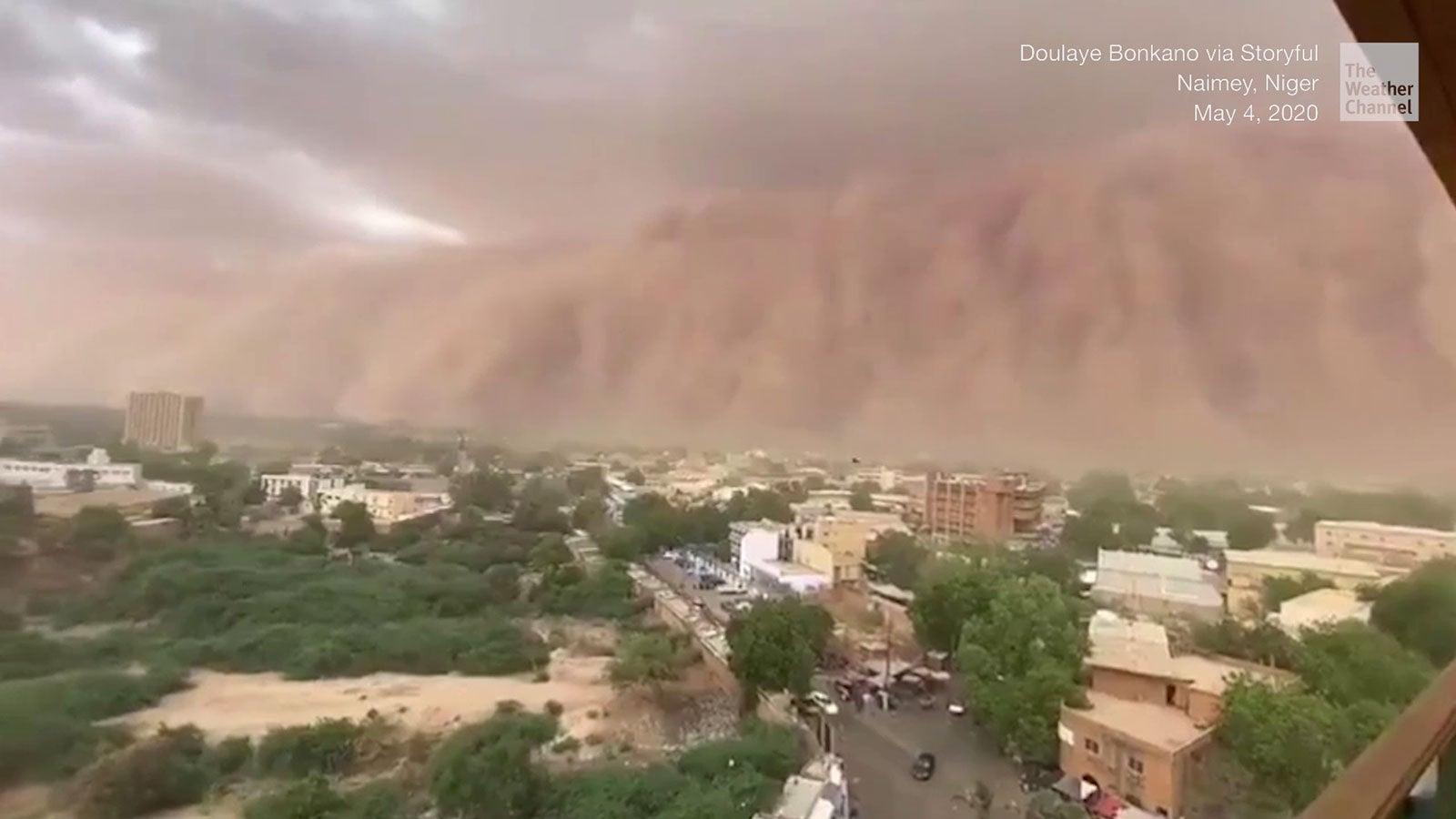 Hier verschlingt ein Sandsturm eine komplette Stadt