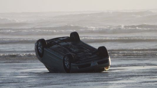 police officer rescues family before large wave topples