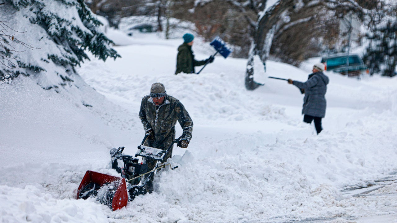 Winter Storm Cancels Dozens of Flights in Upper Midwest After Killing 1 in West; More than 290,000 Lose Power