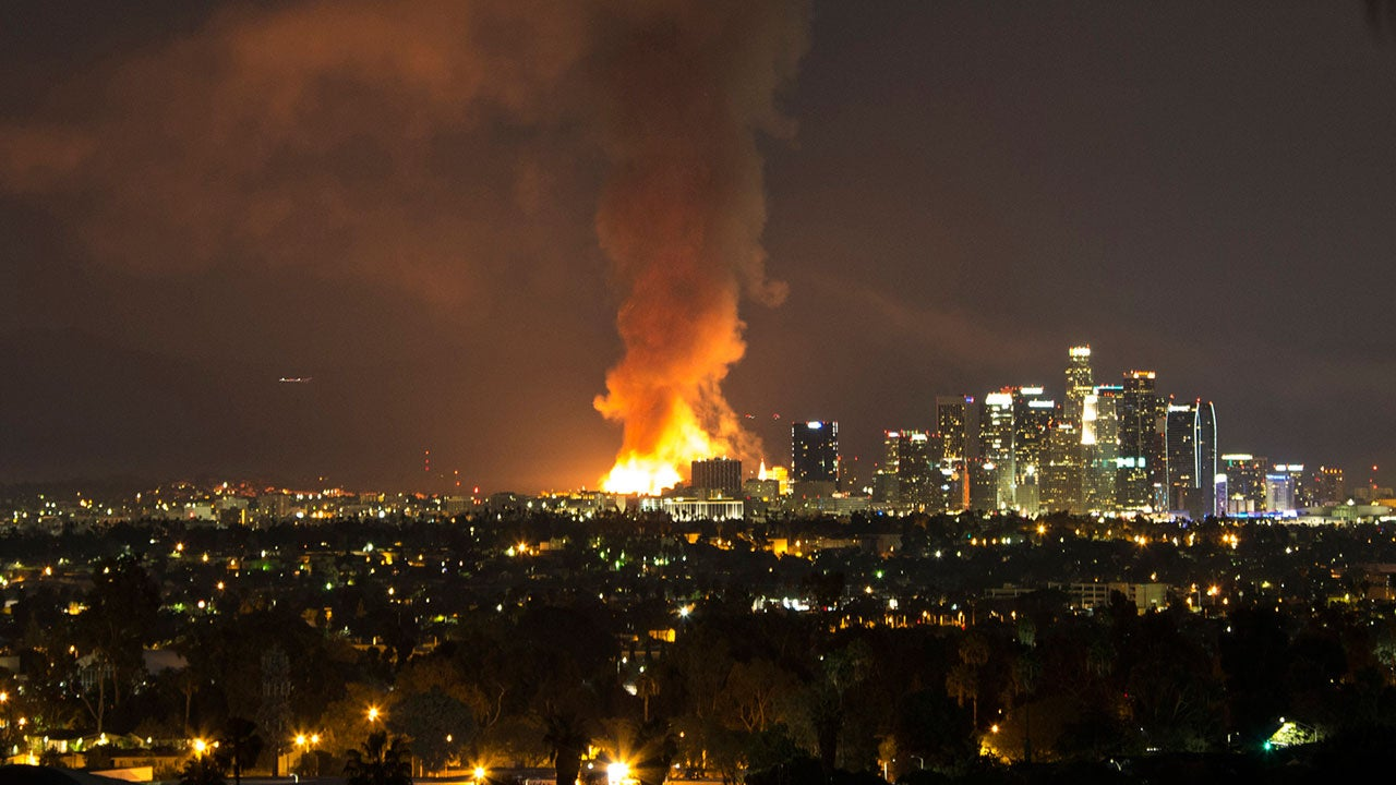 raging inferno in downtown los angeles seen on radar the weather channel. Black Bedroom Furniture Sets. Home Design Ideas
