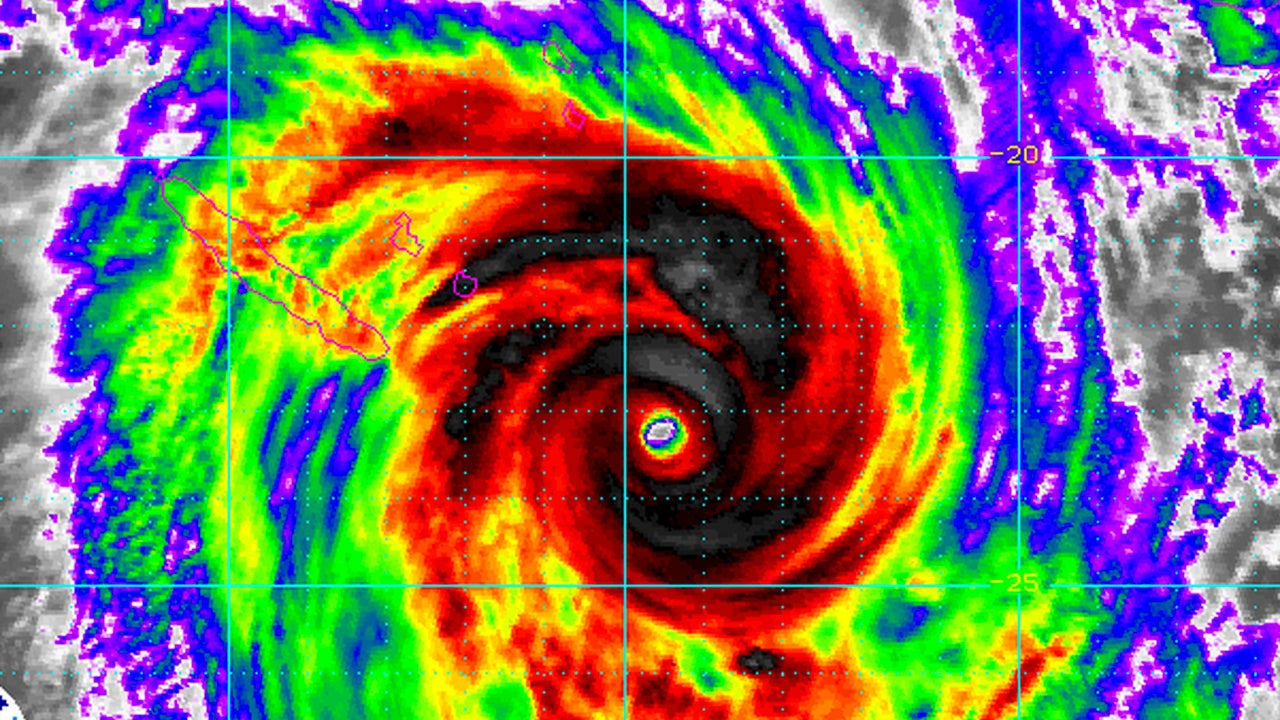 cyclone pam  vanuatu direct hit  recap