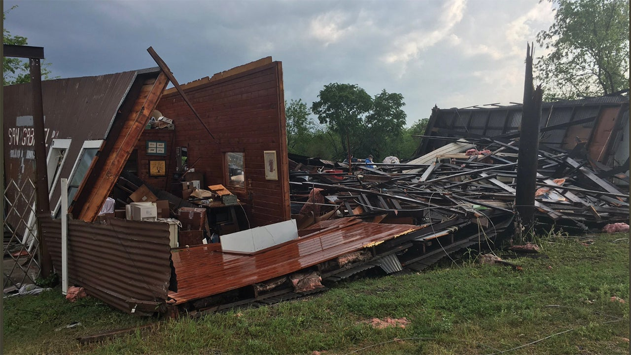Texas Storms Damage Homes, Cancel Flights and Knock Out Power to