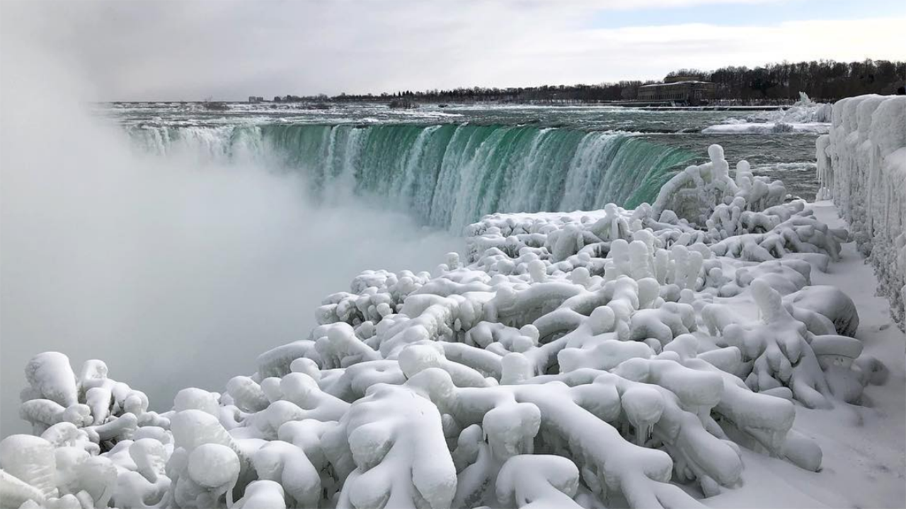 Here's What Frozen Niagara Falls Looks Like (PHOTOS)
