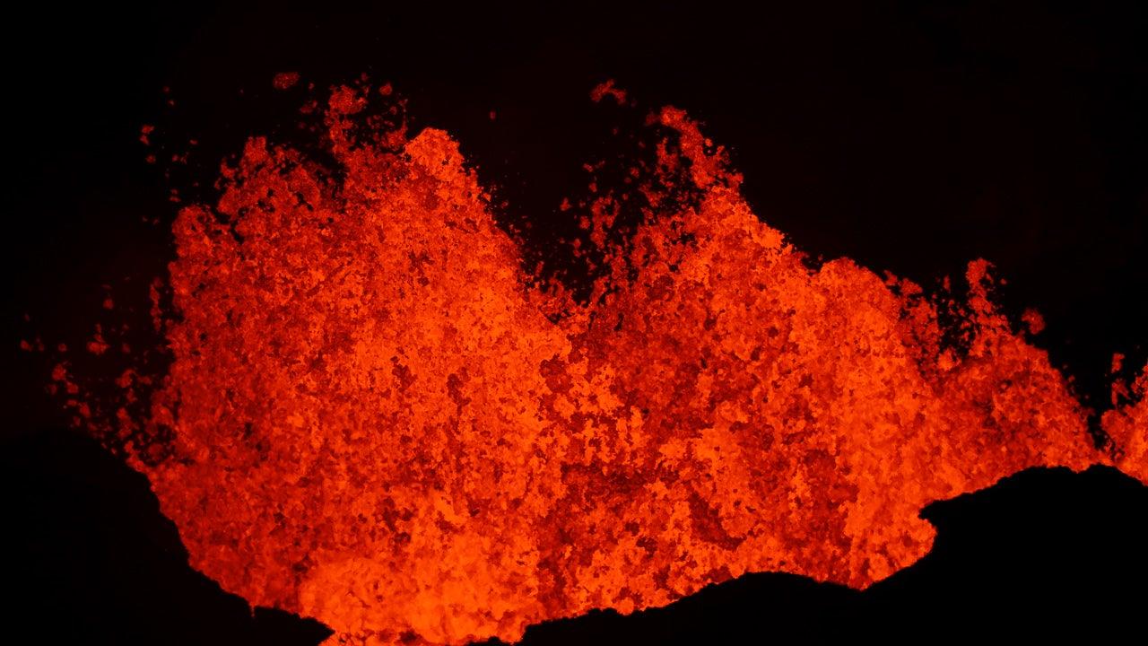 Hawaii's Kilauea Volcano Erupts, Destroys Hundreds of Homes (PHOTOS)