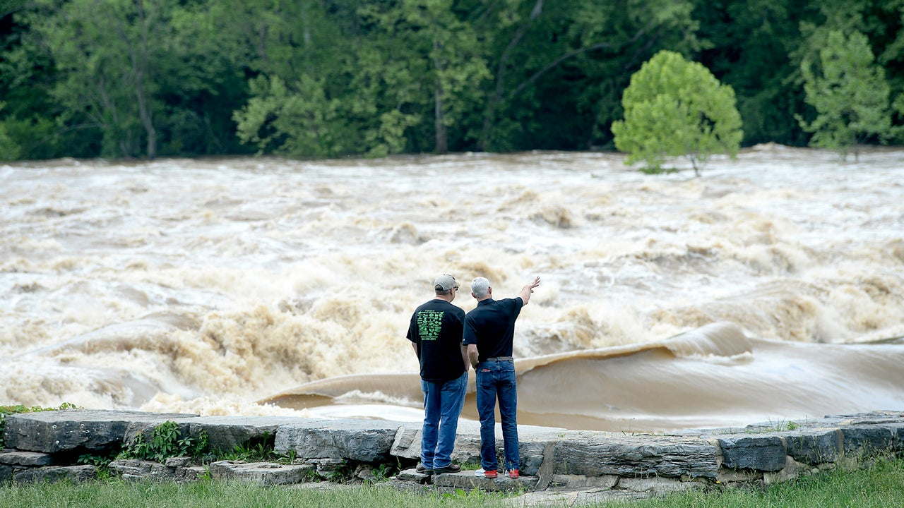 flooding reaches washington d c  area  potomac river