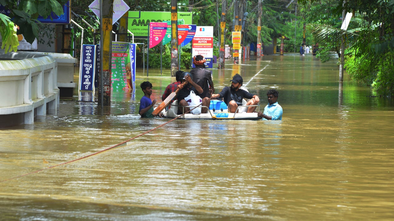 India Flooding Death Toll Doubles Again in Kerala State; More Than 320 Killed