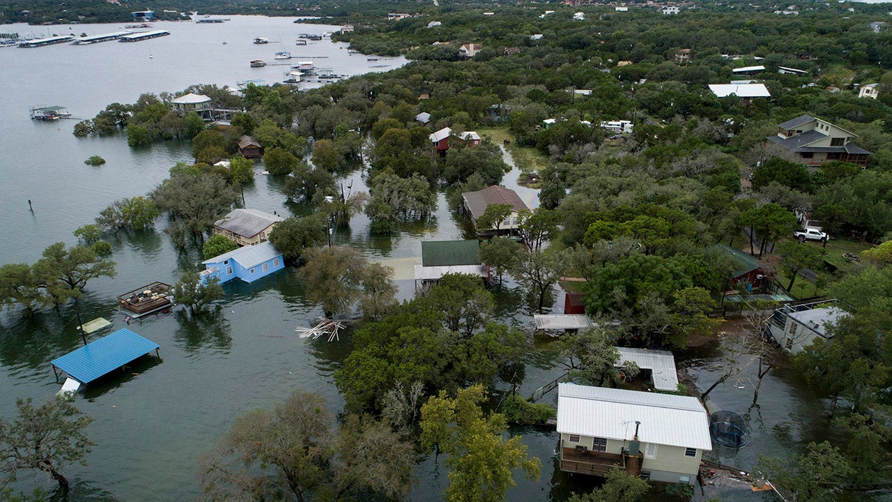 Deadly Flooding Soaks Texas (PHOTOS)